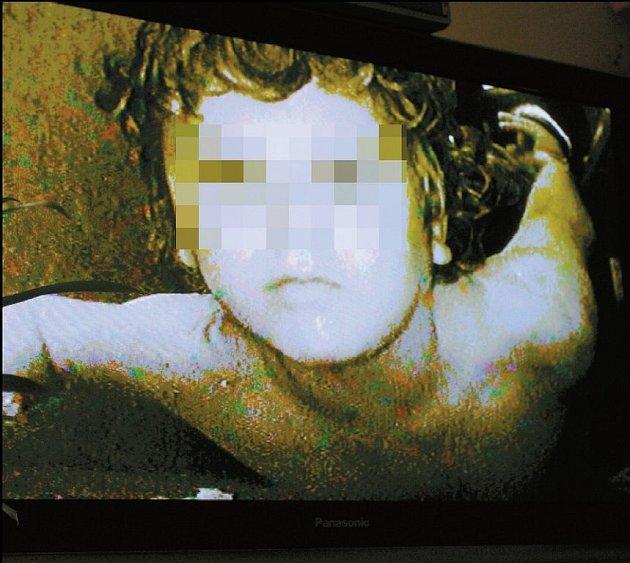Týrany chlapec byl matce z Kuřimi odebrán.