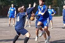Patrik Bajer (na snímku s míčem) při utkání s Drakenem Brno.