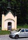 Kontrolní zastávka u kaple v Horních Štěpanicích.