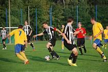 Fotbalisté Hořic budou v jarní části sezony útočit na přední příčky tabulky. Na snímku jejich domácí zápas v podzimní části s Roudnicí.