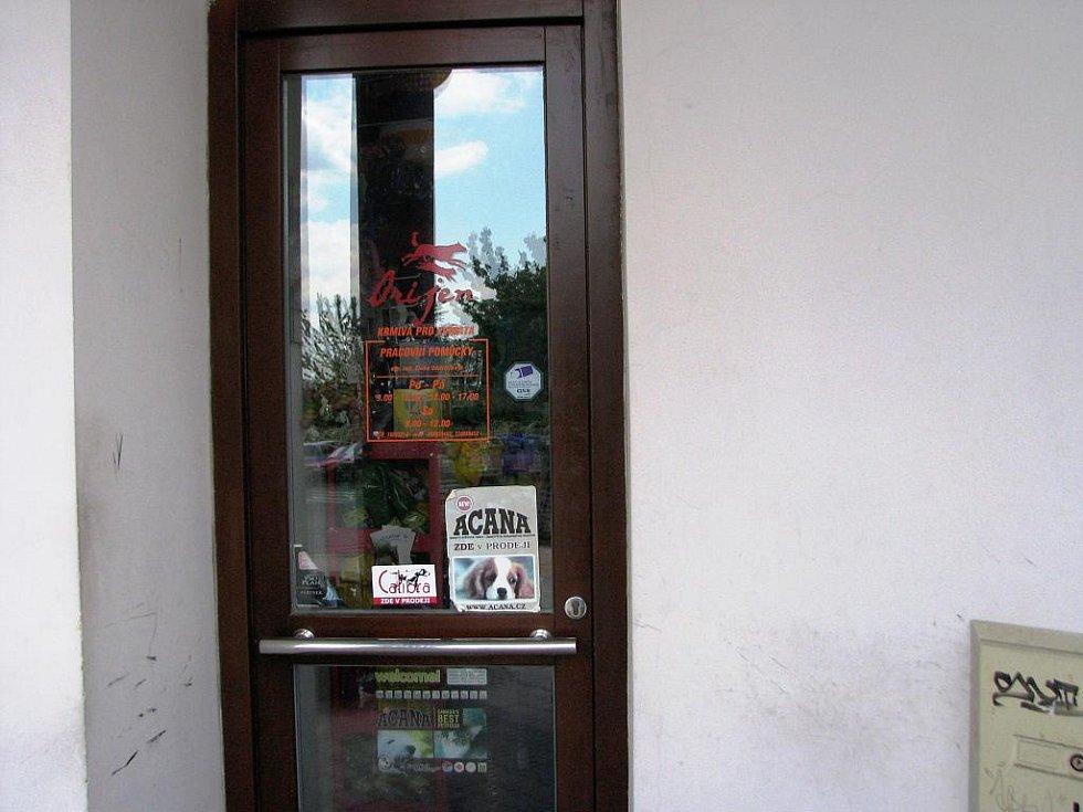 Prodejna potřeb pro zvířata na jičínském Novém Městě.