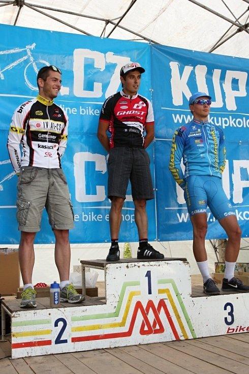 Vítězové mužů do 30 let na 90 km. 1.místo: Michal Kaněra, 2.místo: Martin Splítek, 3.místo: Jakub Šilar
