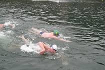 Plavání otužilců v lomu Rumchalpa.