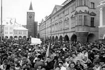 Listopadové dny roku 1989 v Jičíně.