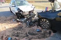 Střet dvou automobilů u Tetína.