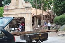 První etapou začala oprava unikátního Růžencového schodiště z roku 1735, vystavěného k místnímu paulánskému klášteru v Nové Pace. Památku získalo město od církve v roce 2015.