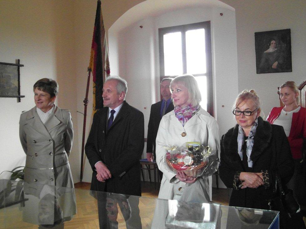 Na hradu Pecka byla podepsána smlouva o spolupráci.