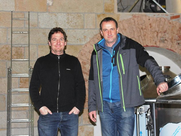 DVA NADŠENCI, Tomáš Jung a Didi Hohberg, se rozhodli v Hořicích po čtyřiceti letech obnovit výrobu piva.