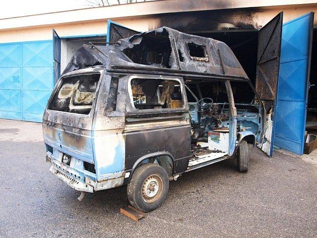 Hasiči zJičína likvidovali požár autodílny