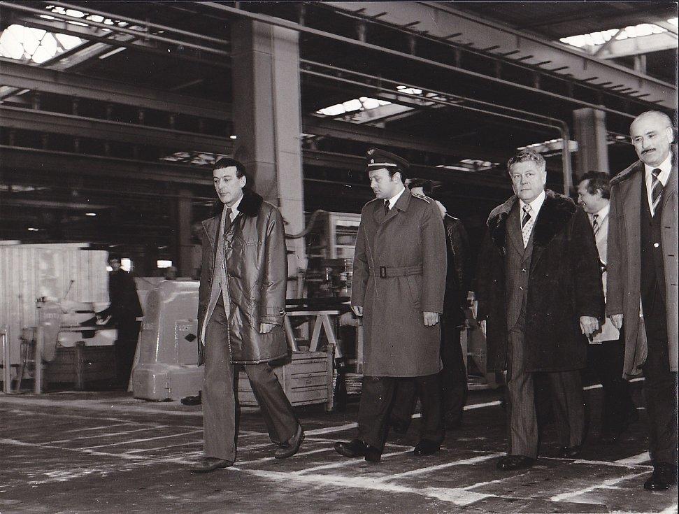 Z jičínského n.p. Agrostroj, 70. léta, návštěva prvního československého kosmonauta Vladimíra Remka.