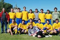 Staronovým účastníkem okresního přeboru fotbalistů  je Sokol Jičíněves. Mužstvo, které bylo suverénně nejlepší v soutěži, představujeme na snímku.