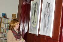 V novopacké knihovně jsou vystaveny obrazy Pavlíny Gardianové.