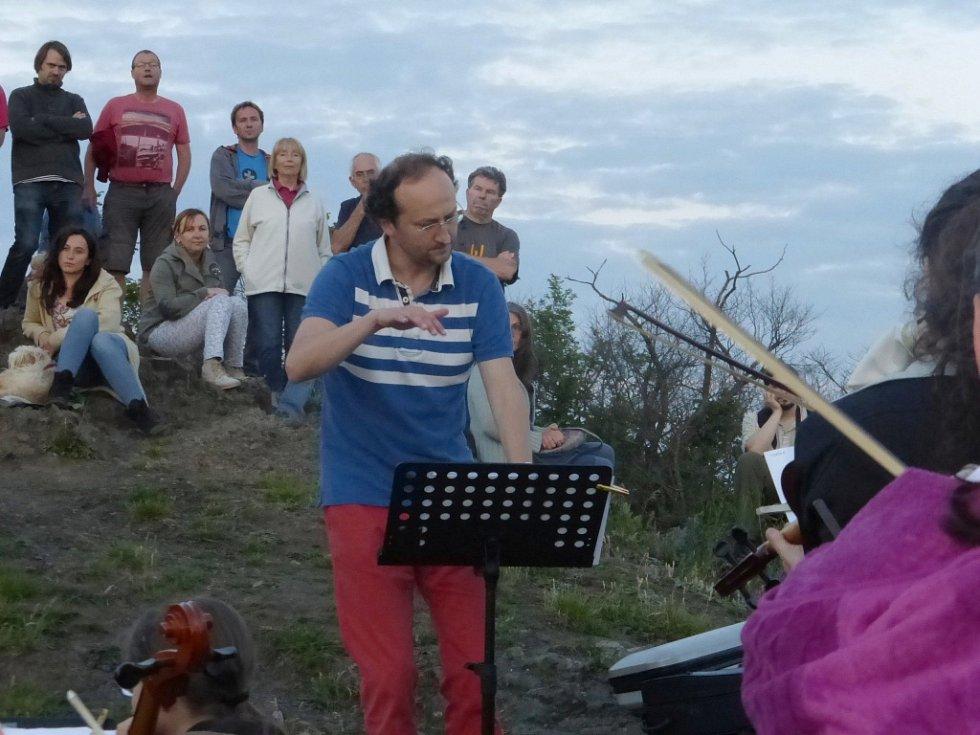Koncertování na vrcholu Zebína.