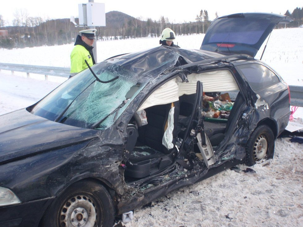 Ve Vidochově došlo ke srážce kamionu s osobním autem.