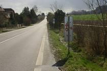 Posprejované dopravní značky u Jinolic.