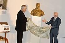Odhalení busty Valdštejna v Porotním sále.