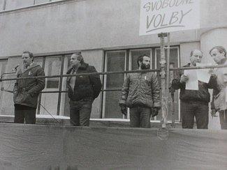 Miroslav Svoboda na snímku třetí zleva.