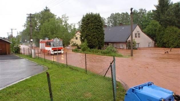 Povodně na Novopacku.