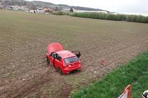 Nehoda osobního automobilu u Ostroměře.