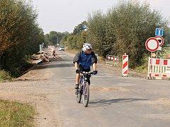 Oprava silnice ke hradu Kost.