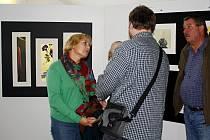 Svými díly se prezentují pražská umělkyně Kateřina Černá a výtvarník Hiroaki Miyayama z Japonska.