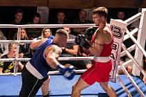 Boxerský ring v divadle přitáhl stovky diváků.