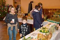 V Lukavci se před Vánoci sešli lidé na výstavě betlémů.