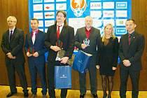 Z trutnovského Galavečera KFS: v popředí Vladan Bursa z Milíčevsi, jenž obdržel cenu za svou trenérskou činnost u mládeže.