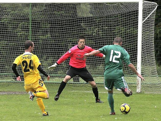 Fotbalisté Jihlavy (na snímku brankář Dalibor Rožník) prohráli v Nymburce s vítězem loňského ročníku druhé ligy – Duklou Praha.