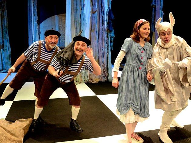 Horácké divadlo zve v lednu mimo jiné i na pohádku Alenka v říši za zrcadlem podle slavných předloh Lewise Carrolla.