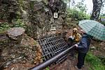 Svěcení zrekonstruovaného vstupu do štoly svatého Jana Nepomuckého nedaleko Hybrálce na Jihlavsku.
