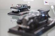 Muzeum autíček na Zámku v Přísece vystavuje modely prezidentských vozů.