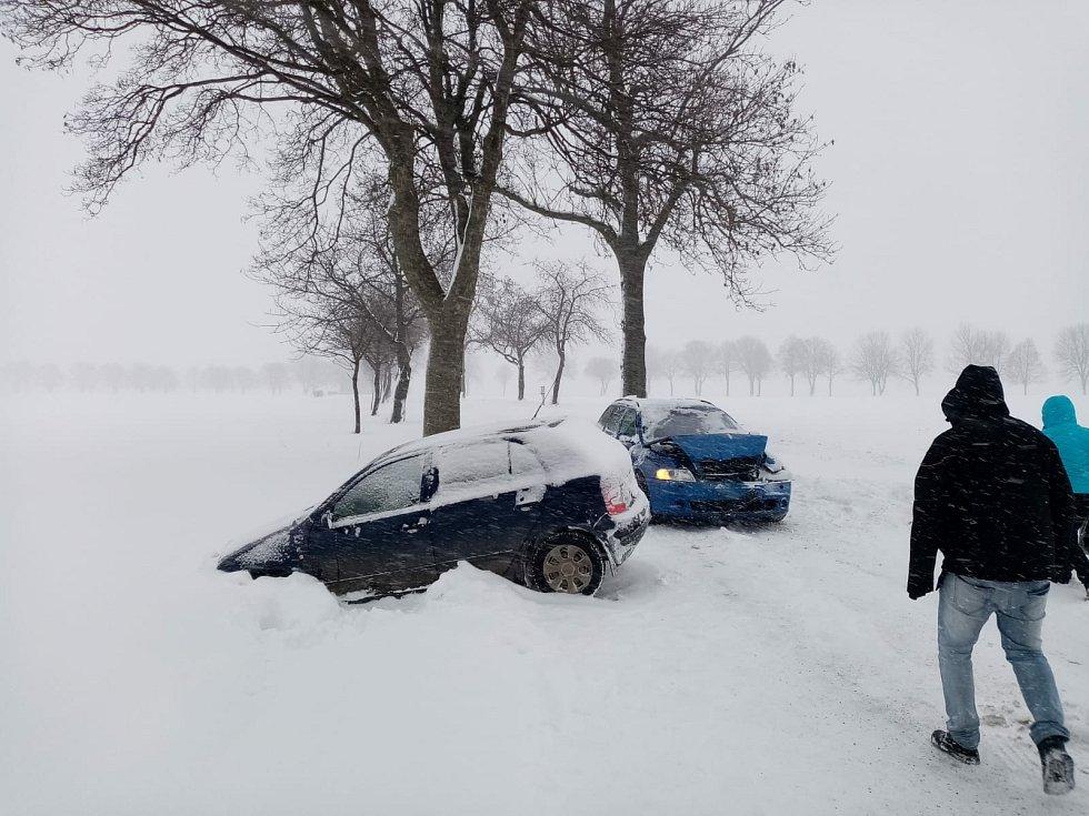 Dopravní nehoda na Žďársku u obce Hlinné ve směru na Petrovice se obešla bez zranění.