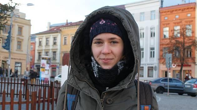 Na dlažbě. Barbora Bírová (na snímku) s Michalem Lehačkou dělá na jihlavském Masarykově náměstí výzkum pro jihlavský magistrát. Ten chce zjistit, jaké změny náměstí by místní uvítali. Náměstí totiž čeká revitalizace.