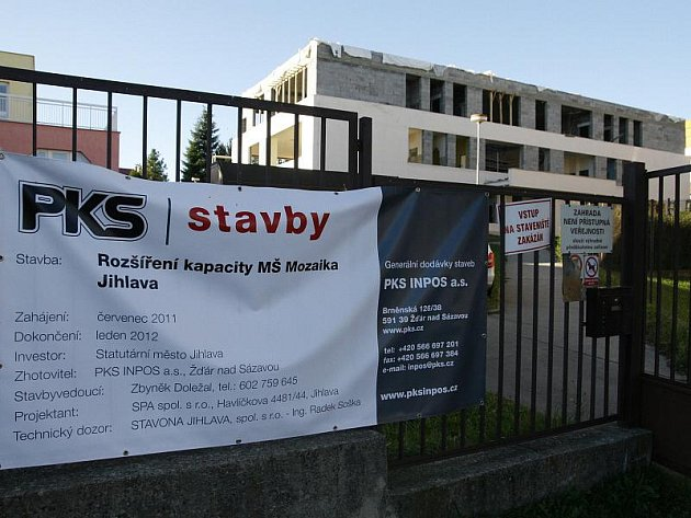 V současné době probíhá v Jihlavě rekonstrukce mateřské školy Jarní v Horním Kosově. Na jaře si tam má začít hrát o padesát dětí navíc.