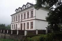 Ve škole. Klub sídlí v někdejší škole v Krašovicích na Příbramsku. Podle webu městečka Krásná Hora nad Vltavou je škola jednou z nejvýznamnějších památek v Krašovicích.