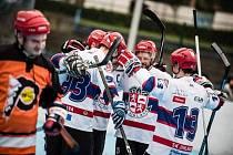 V městském derby byli úspěšnější hráči SK, kteří vyhráli 6:3.