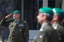Pietní minuta ticha na Krajském vojenském velitelství v Jihlavě k poctě českých vojáků padlých v Afghánistánu.