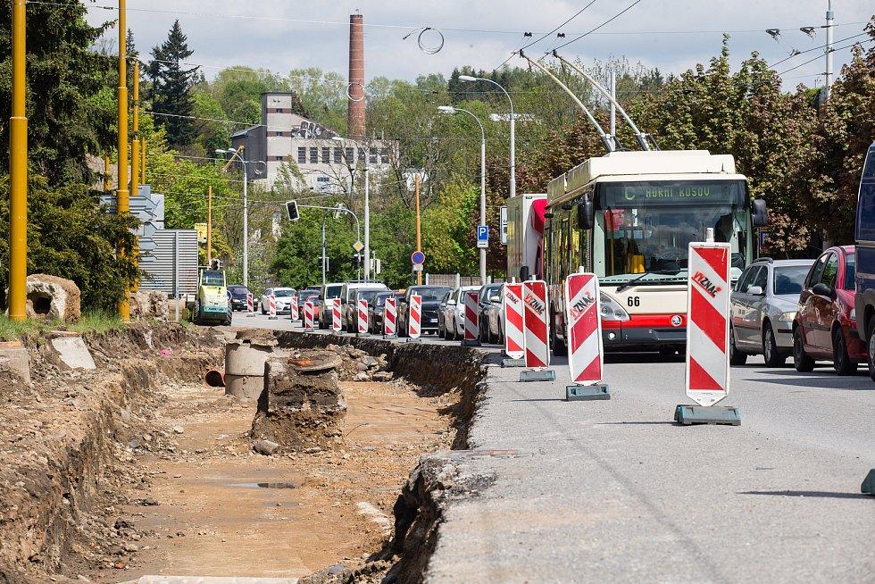 Stavební úprava silnice Hradební před jihlavským Cityparkem.