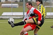 Fotbalisté Janovic (v červenobílém) na půdě silných Speřic prohráli těsně 3:2