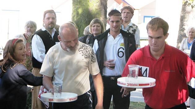 Devatenáctka výčepních soutěžila o mistrovský titul v sobotu odpoledne v areálu jihlavského pivovaru.