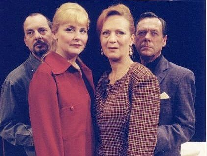 O obyčejných problémech dvou manželských párů je hra odYasminy Rezy – Třikrát život. Do jihlavského domu kultury ji přijedou zahrát herci z pražského Divadla ABC.