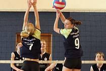 Kapitánka volejbalových juniorek Kateřina Nosková (číslo 9) svůj tým k vítězství na půdě Hronova nenasměrovala.
