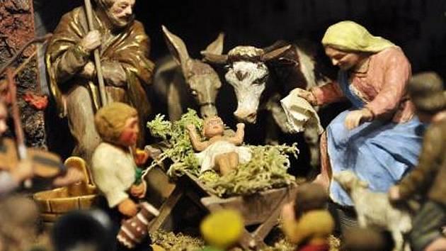 Členové třešťštského betlémářského spolku otevírají 25. prosince na Boží hod po ranní mší vánoční své domovy, kde si mohou návštěvníci prohlédnout rodinné betlémy. Tradiční prohlídky betlémů skončí na Hromnice 2. února. Na snímku jesličky Jana Bukvaje.