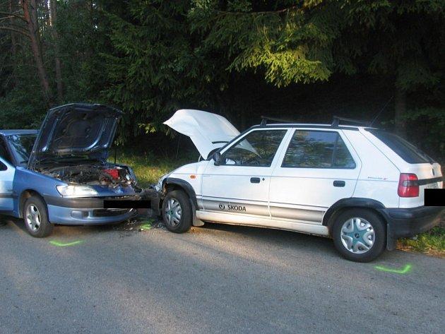 Ke srážce dvou osobních automobilů došlo mezi obcemi Polná a Kamenná na Jihlavsku.
