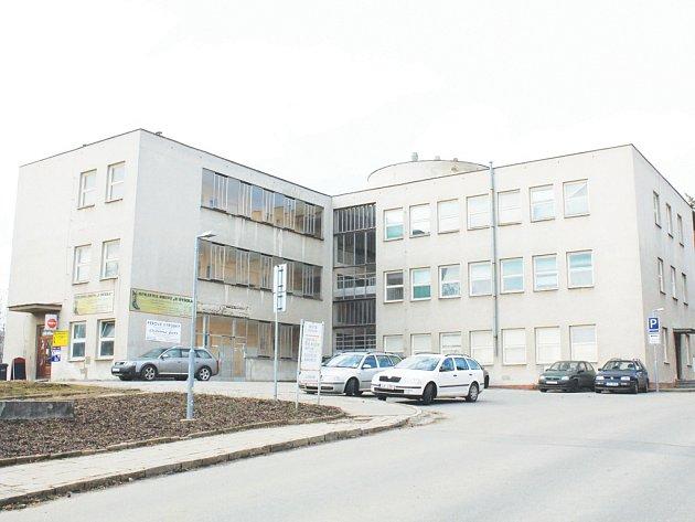Bývalý infekční pavilon má jít letos na jaře k zemi. Proti tomuto záměru však protestuje jihlavský architekt Jaroslav Huňáček. Budova by se podle jeho názoru dala přestavět na centrum sociálních služeb se zaměřením na seniory.