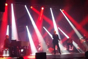 Bavil publikum. Igor Timko se vedle zpěvu opět ukázal jako velký extrovert.