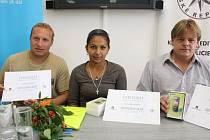 Jiří Kadlec, Irena Drevňáková a Roman Červenka – trojice pohotových zachránců, díky jejichž duchapřítomnosti neskončilo hodinové drama na dně rybníka Roštejn na okraji Telče v červenci 2012 tragicky.