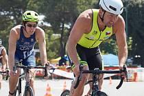V Itálii se jihlavským triatlonistům dařilo. Tomáš Hájek spritn vyhrál, Tomáš Bednář (v žlutém trikotu) skončil na delší trati třetí.