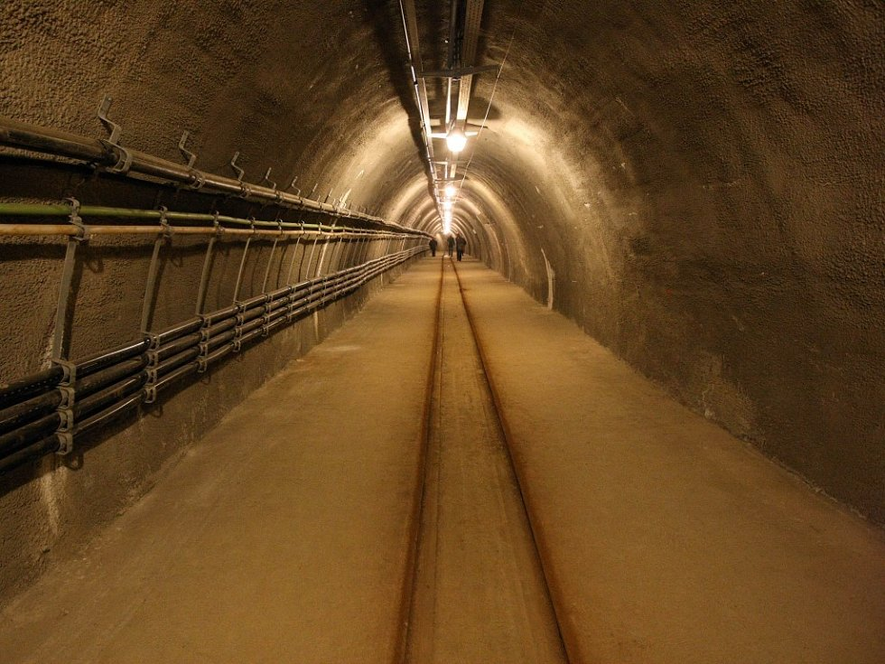 Reportéři Deníku se vypravili k nejhlubšímu místu novodobého jihlavského podzemí. To je pro běžné návštěvníky uzavřeno. Místo se nachází 23 metrů pod zemským povrchem. Reportéry při exkluzivní exkurzi doprovázel i náměstek primátora Martin Hyský.